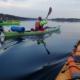 Kajakkpadling på stille vann